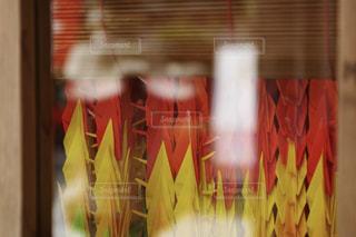 近くにカーテンのアップの写真・画像素材[1199653]