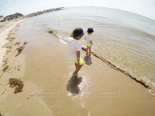 海で遊ぶ子供 - No.1200586