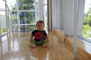 座る赤ちゃん - No.1200597