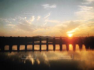 夕焼けと橋の写真・画像素材[2180904]