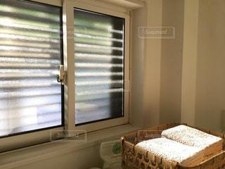窓のある洗面所の写真・画像素材[1210460]