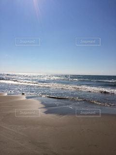 海の横にある砂浜のビーチの写真・画像素材[1200762]
