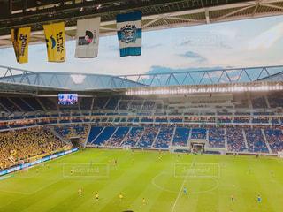 緑の芝生と大きなスタジアムの写真・画像素材[1201303]