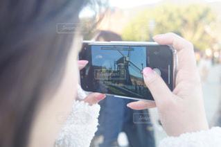 携帯電話を持つ手の写真・画像素材[1227373]