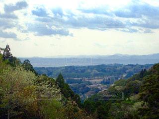 山の中腹からの眺めの写真・画像素材[1270943]