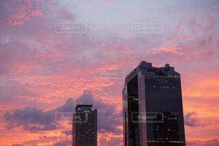 街に沈む夕日の写真・画像素材[1203193]