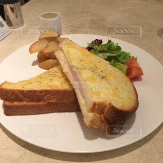 とあるカフェで、注文したトーストセットの写真・画像素材[1203122]