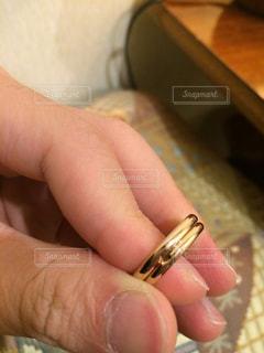 結婚指輪と手の写真・画像素材[1203144]