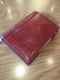 赤い手帳の写真・画像素材[1202822]