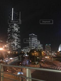 夜の街の景色の写真・画像素材[1230475]