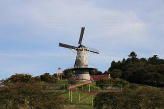オランダ風の風車とローラー滑り台の写真・画像素材[1532127]