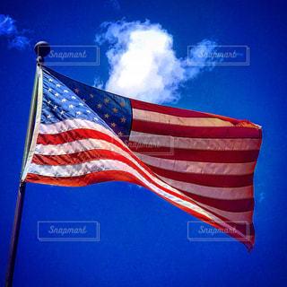 赤白と青の旗の写真・画像素材[1204136]