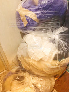 たくさんのゴミ袋の写真・画像素材[1390673]