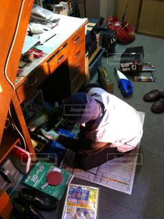 電気工事をする年配の方の写真・画像素材[1766433]