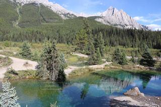 背景の山と湖の写真・画像素材[1253753]
