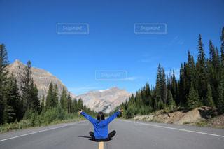 自然と道路の上の私の写真・画像素材[1253775]