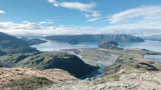背景の山と水体の写真・画像素材[1312152]