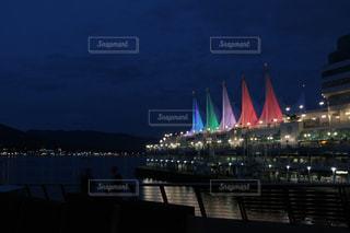 大きな橋が夜ライトアップの写真・画像素材[1528967]