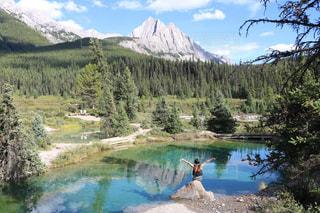 背景の山と湖の写真・画像素材[1532460]