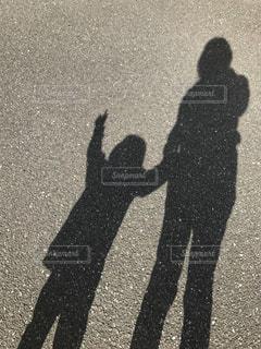 親子の影遊びの写真・画像素材[1208351]