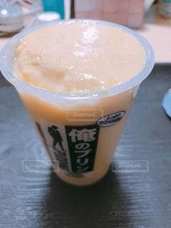 テーブルの上のコーヒー カップの写真・画像素材[1211327]
