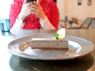 赤と灰色のチーズケーキの写真・画像素材[1224876]