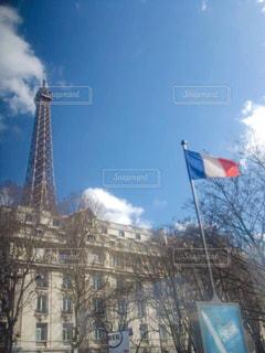 背景の大きな建物の写真・画像素材[1210411]