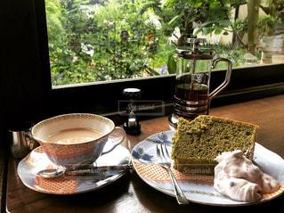 シフォンケーキと紅茶の写真・画像素材[1221202]