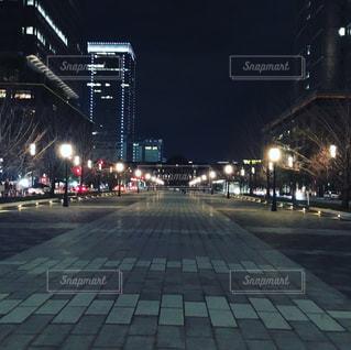 夜の街の景色の写真・画像素材[1210105]