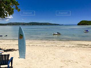 サーフボードとビーチの写真・画像素材[1210654]