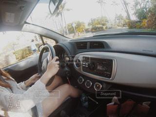 車の中の人の写真・画像素材[1213278]
