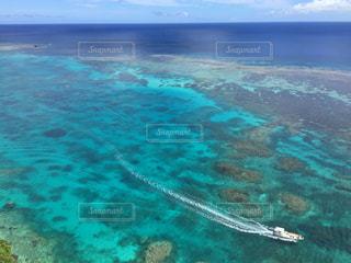 透き通る綺麗な海の写真・画像素材[1212167]
