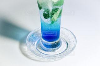 青色のクリームソーダの写真・画像素材[1285362]