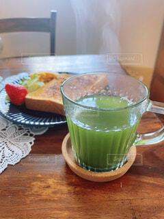 青汁と朝ごはんの写真・画像素材[4238406]