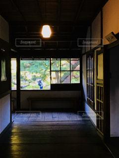 借景の廊下の写真・画像素材[1215012]