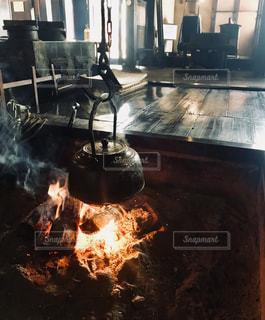 囲炉裏のある生活の写真・画像素材[1215038]