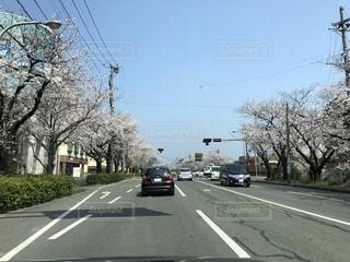 車の通りを運転の写真・画像素材[1221254]
