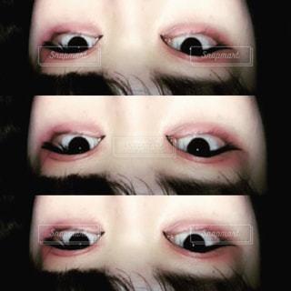 クローズ アップ、緑色の目で顔をマンの写真・画像素材[1237923]