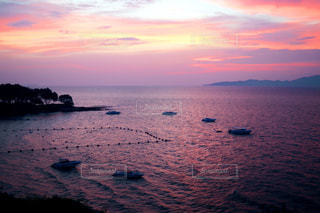 海に沈むパタヤの夕陽の写真・画像素材[1217026]