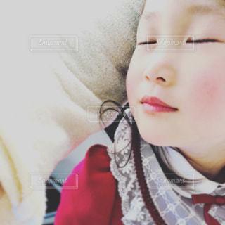 眠っている女の子の写真・画像素材[1215804]