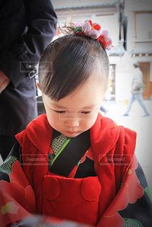 七五三のお参りに来た幼児の写真・画像素材[1215948]