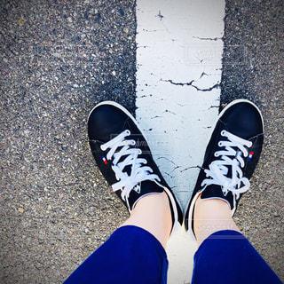黒い靴を履いてお出かけの写真・画像素材[1266171]