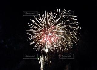 空に花火の写真・画像素材[1221968]