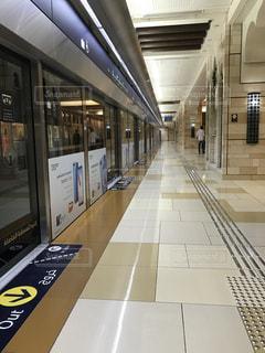 近くに地下鉄の駅のアップの写真・画像素材[1260751]