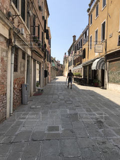石造りの街の通りの建物の写真・画像素材[1283844]