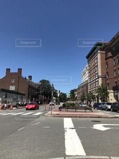 近くに忙しい街の通りのの写真・画像素材[1295059]