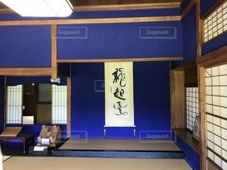 ブルー スクリーンの部屋の写真・画像素材[1318171]