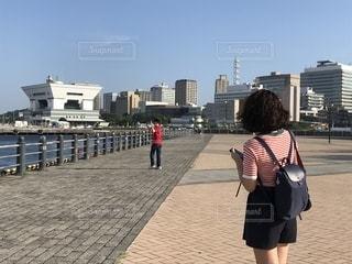 都市に、selfie を取っている人の写真・画像素材[1427133]