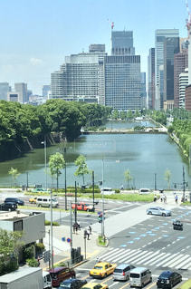 交通量の多い市街地の眺めの写真・画像素材[2279777]