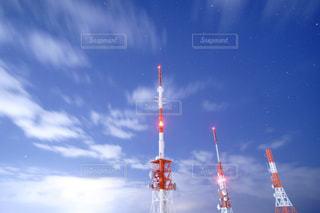 近くに街灯柱のアップの写真・画像素材[1223130]